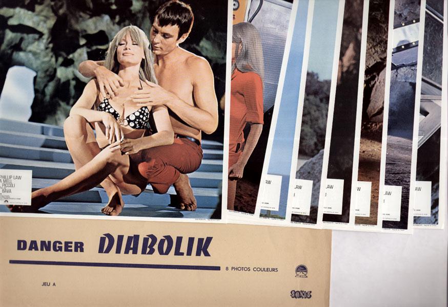 Danger Diabolik, Mario Bava, 1968, avec John Phillip Law, Marisa MELL et Michel Piccoli, les 2 jeux de photos éditées par la Paramount en 1968, en vente  sur www.wanted-rare-books.com/danger_diabolik_mario_bava_1968_jeux_de_photos.htm - Librairie on-line Marseille