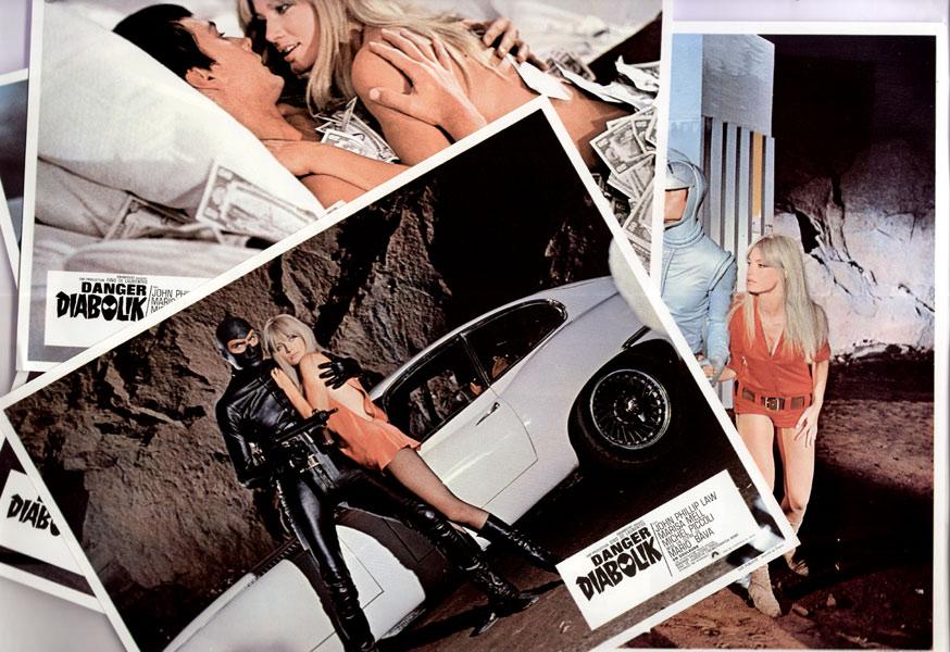Danger Diabolik, Mario Bava, 1968, avec John Phillip Law, Marisa MELL et Michel Piccoli, les 2 jeux de photos éditées par la Paramount en 1968, en vente  sur www.wanted-rare-books.com/danger_diabolik_mario_bava_1968_jeux_de_photos.htm